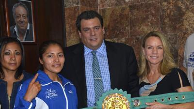 'Roca' Zamora lista para defender el título mundial ante Blackshear.