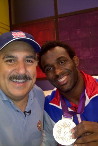 Y con Jaime Espinal, medalla de plata en lucha.