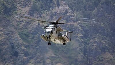 Helicóptero sobre la isla Oahu.
