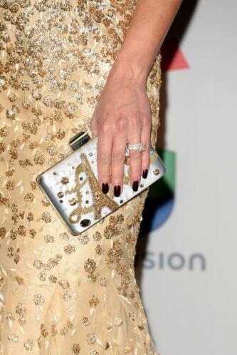 Los accesorios como carteras de mano y finísima joyería dotaron de mucho...