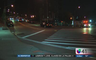 Investigan apuñalamiento de mujer en El Bronx