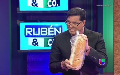 Le llevan un bollo de pan a Zaragoza