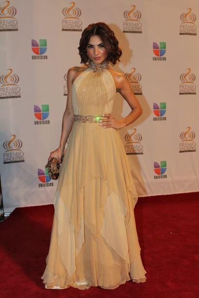 Alejandra Espinoza siempre fresca, natural y bellisíma.