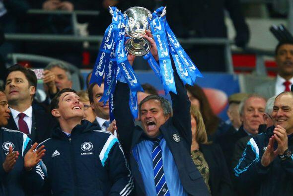 José Mourinho se mostró alegre y efusivo en los festejos l...