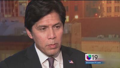 Kevin de León trabaja en propuesta para proteger a inmigrantes en Califo...