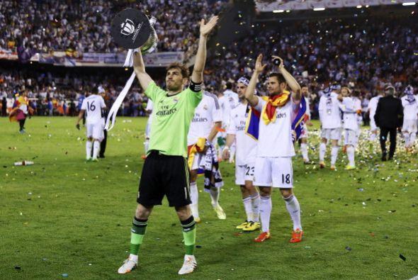 Celebración con la afición que viajó hasta Valencia.