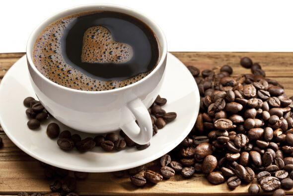 Deberías limitar el consumo de cafeína a unos 200 mg por día, el equival...