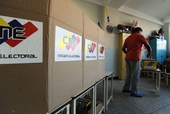 Los colegios electorales abrieron el domingo en Venezuela.