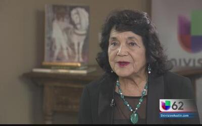 """""""Tenemos una deuda con los niños"""": Dolores Huerta"""