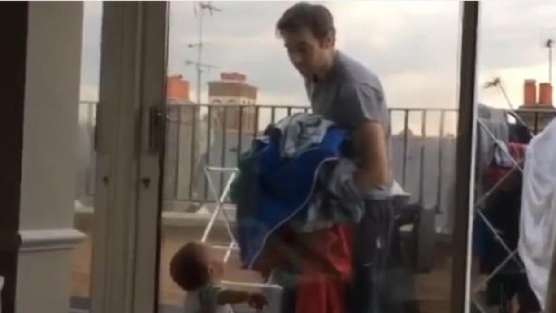 Bebe de un añito discute con su padre!