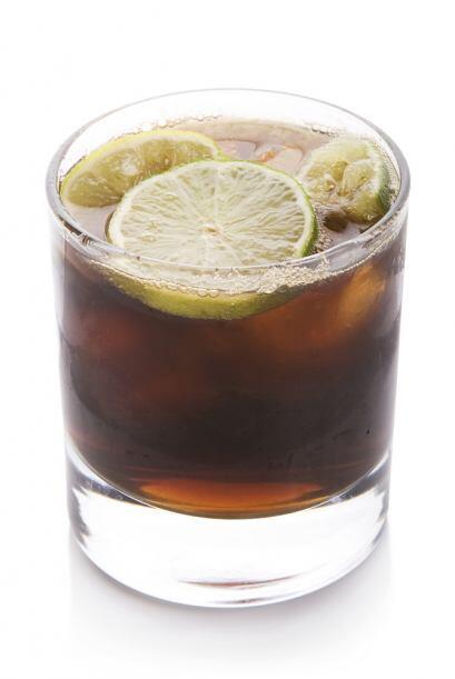 El Charro Negro es un trago muy popular en México. Puedes hacerlo con te...