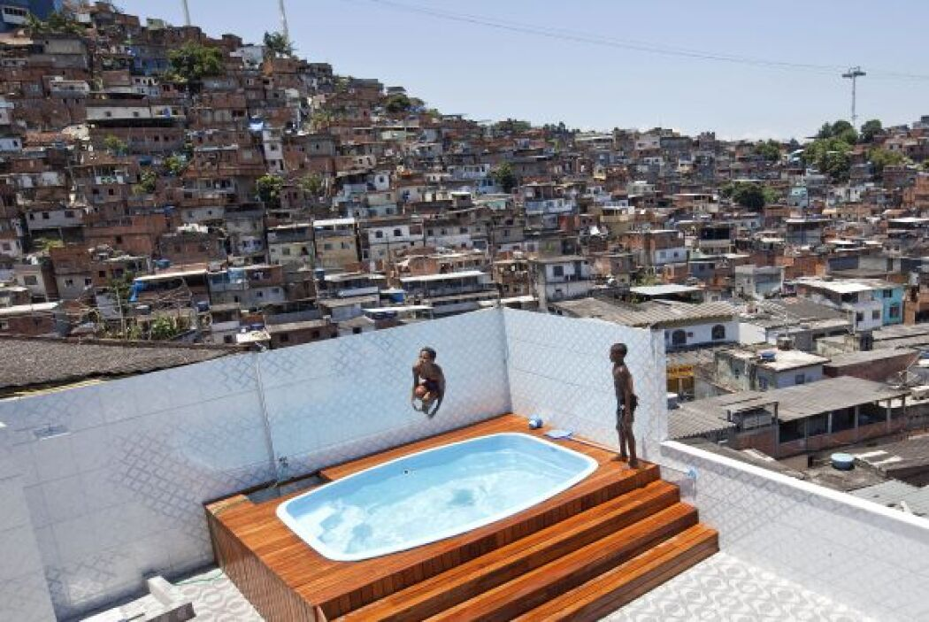 La lujosa residencia tenía tres pisos, con sistema de aire acondicionado...
