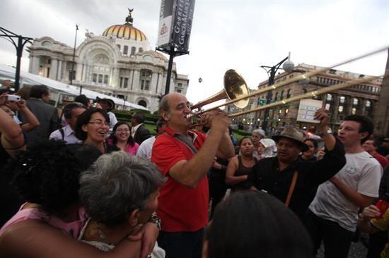 El escritor, que hizo de México su segunda patria, fue despedido por cie...