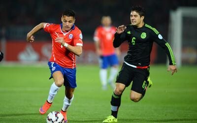 Alexis Sánchez y Javier Guemez en la Copa América 2015.