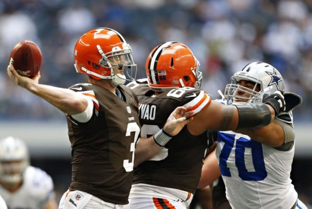 Weeden completó 20 de 35 pases para 210 yardas y dos touchdowns.