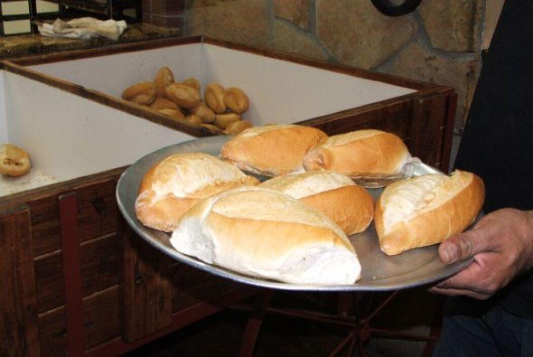 En las panaderías mexicanas el pan, se vende literalmente como pan calie...