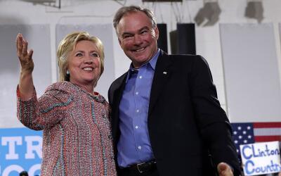 Clinton con el anuncio oficialmente calienta motores para la Convención...