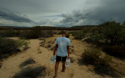 Este sábado Border Angels volvió a salir al desierto a col...