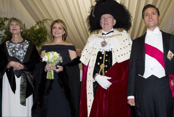 En la foto oficial con el alcalde de Londres, Alan Yarrow, y su esposa.