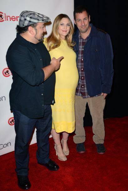 Aquí los vemos bromeando junto con otro amigo del actor, Frank Coraci.Mi...