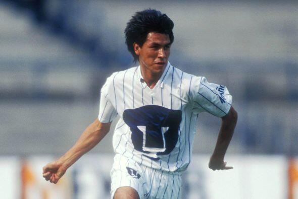 Claudio Suárez fue un ícono de la defensa de Pumas durante casi 10 años...