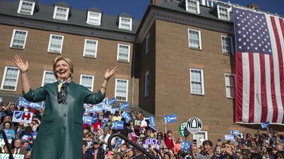Hillary Clinton este viernes haciendo campaña en Alexandria, Virginia