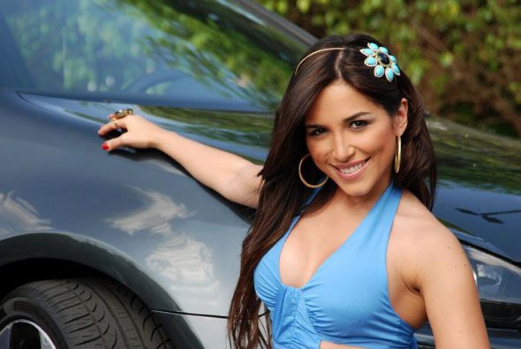Ana Isabelle llegó promocionando su último disco en este Volkswagen GTI...