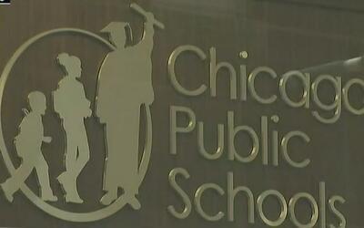 Maestros y funcionarios de escuelas públicas en Chicago tendrán cuatro d...