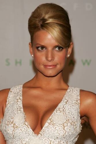 La guapísima Jessica Simpson le hizo 'touchdown' a Tony Romo, jugador de...