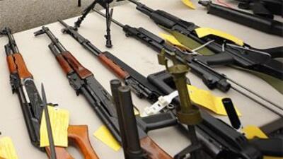 Según autoridades, los acusados habrían comprado unas 200 armas de fuego...