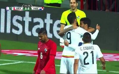 Goooolll!! Carlos Vela mete el balón y marca para México