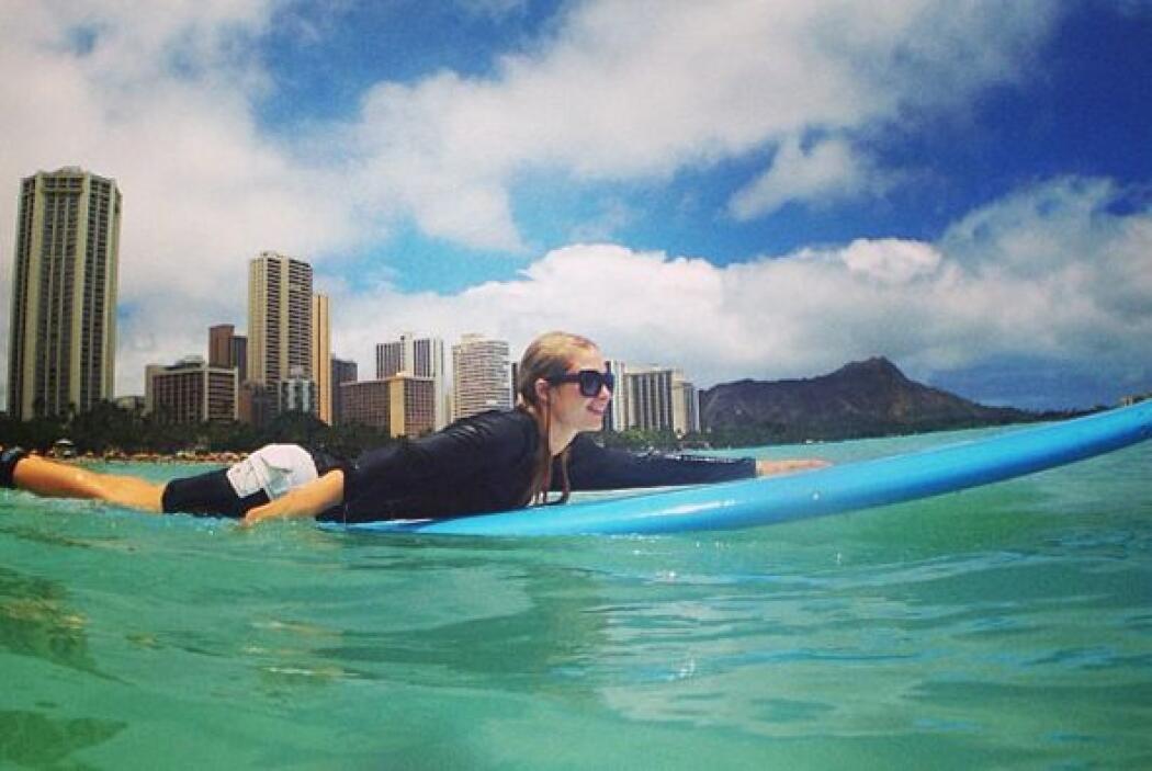 Así se divierte Paris Hilton en Hawaii, ¿qué tal? Mira aquí en video a q...