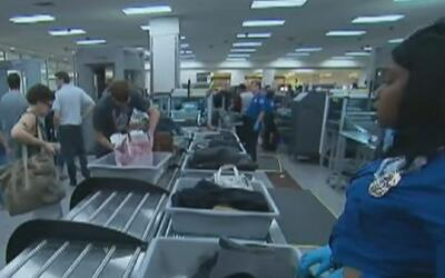 Aeropuerto de Los Ángeles pone a prueba nuevo procedimiento de inspecció...