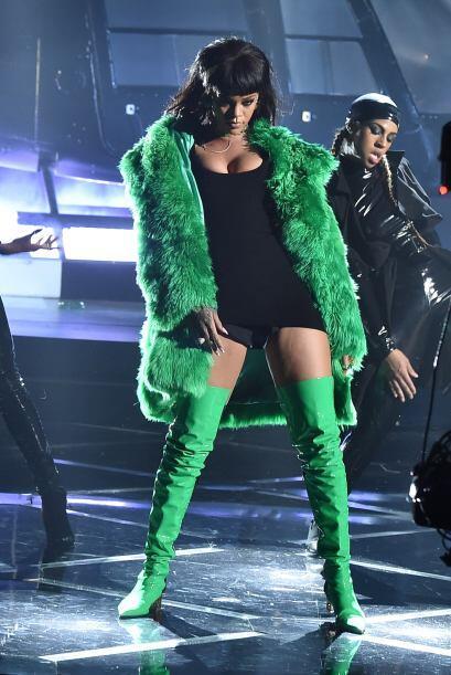 Rihanna no paso por la alfombra roja pero así es como lució sobre el esc...