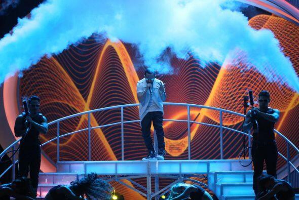 Los efectos especiales y los bailarines hicieron del show de Yandel algo...