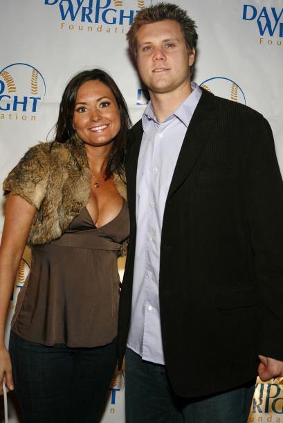 El pitcher Jonathan Papelbon y su bonita esposa Ashley son muy buenos fi...