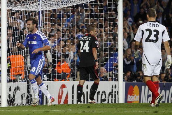 El segundo gol lo anotó el español Juan Mata cuando el partido se termin...
