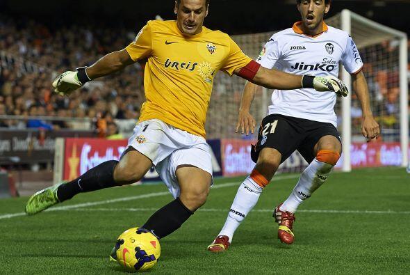 En otro partido del día, el Valencia recibió al  Almería.