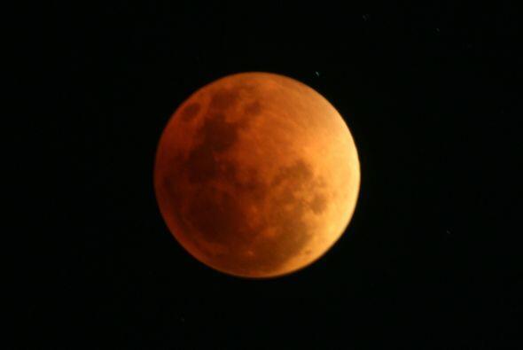 Como en la antigüedad no se conocía qué era un eclipse, ver la Luna roja...