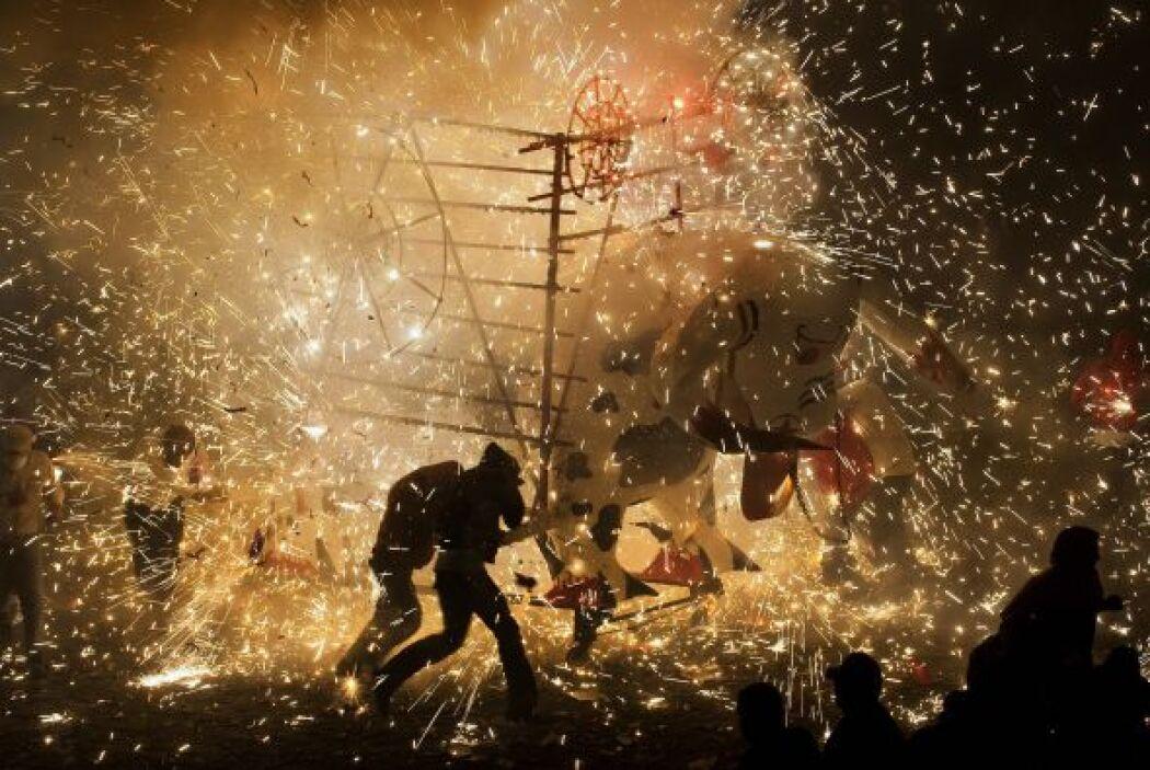 La celebración a San Juan de Dios se festeja de este modo, debido a que...