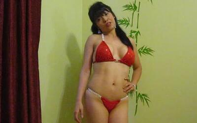 Julissa quiere ser la próxima Miss Jacuzzi 2013