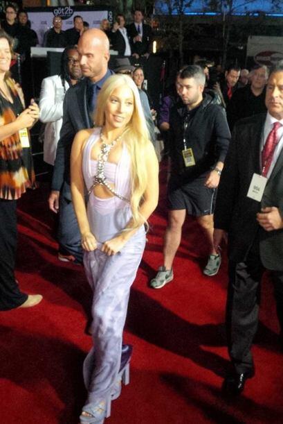 Lady Gaga le mando un saludo a nuestro público a través de nuestras cáma...