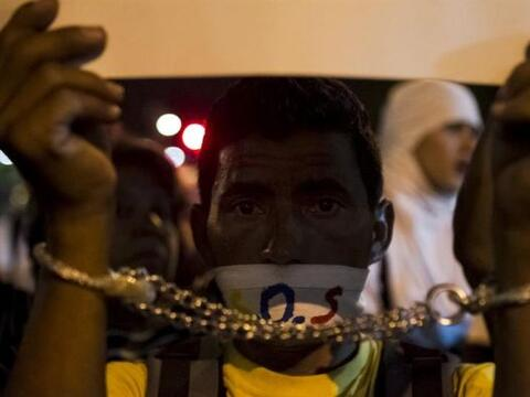 Un manifestante opositor al Gobierno del presidente Nicolás Madur...