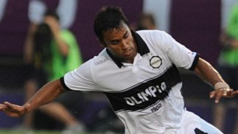 El defensa uruguayo Sebastián Ariosa padece cáncer y mientras convalece...