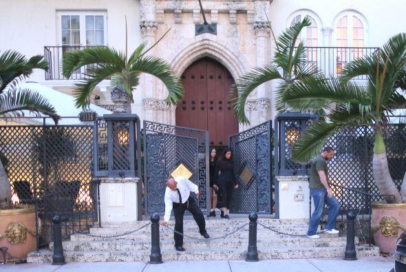 Las Kardashian visitaron la exclusiva Mansión Versace.  Mira aqu&...