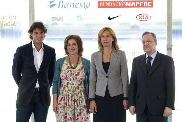 A la felicitación se unió la alcaldesa de Madrid Ana Botella (junto a Na...