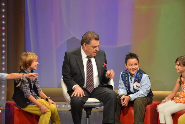 El 'peque-reportero', Diego Gómez, se unió a los niños. Él es único niño...