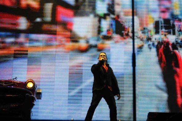 La pantalla que respaldaba al cantante transportó a los miles de...