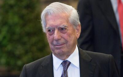 El nombre del escritor peruano Mario Vargas Llosa figura en la larga lis...
