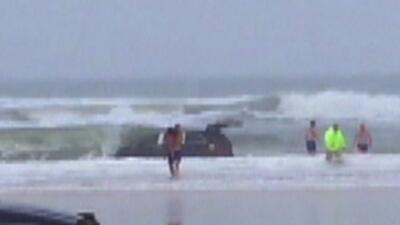 Acusan de homicidio a mujer que salto al mar con sus tres hijos